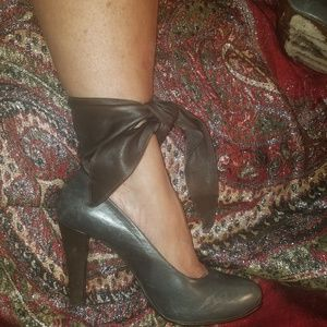 Pumps with wide leather straps